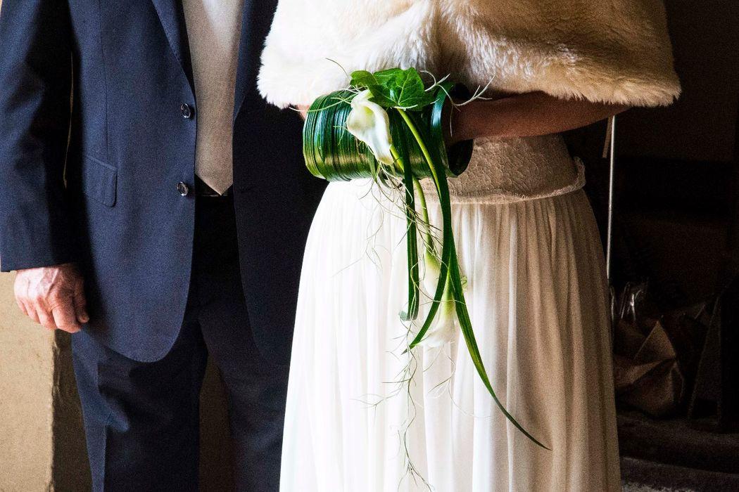Ramo de novia de invierno. Manguito vegetal.  http://lafloreria.net