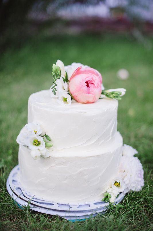 Центр и смысл каждой свадьбы - история о людях и соединении любви. Каждая деталь имеет значение для создания идеальной картины дня, который будут  вспоминать с улыбкой в сердце.