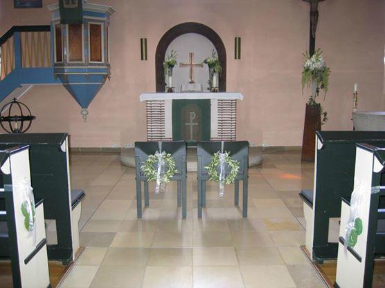 Beispiel: Kirchenschmuck, Foto: Meike Treiber Blumen und Dekoration.