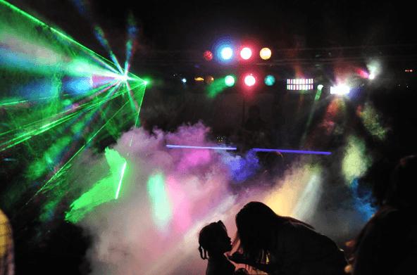 Ambiance boite de nuit sur la piste de danse showtail light