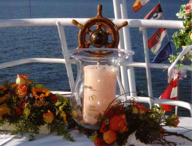 Beispiel: Hochzeitskerze, Foto: Mondsee Schifffahrt.