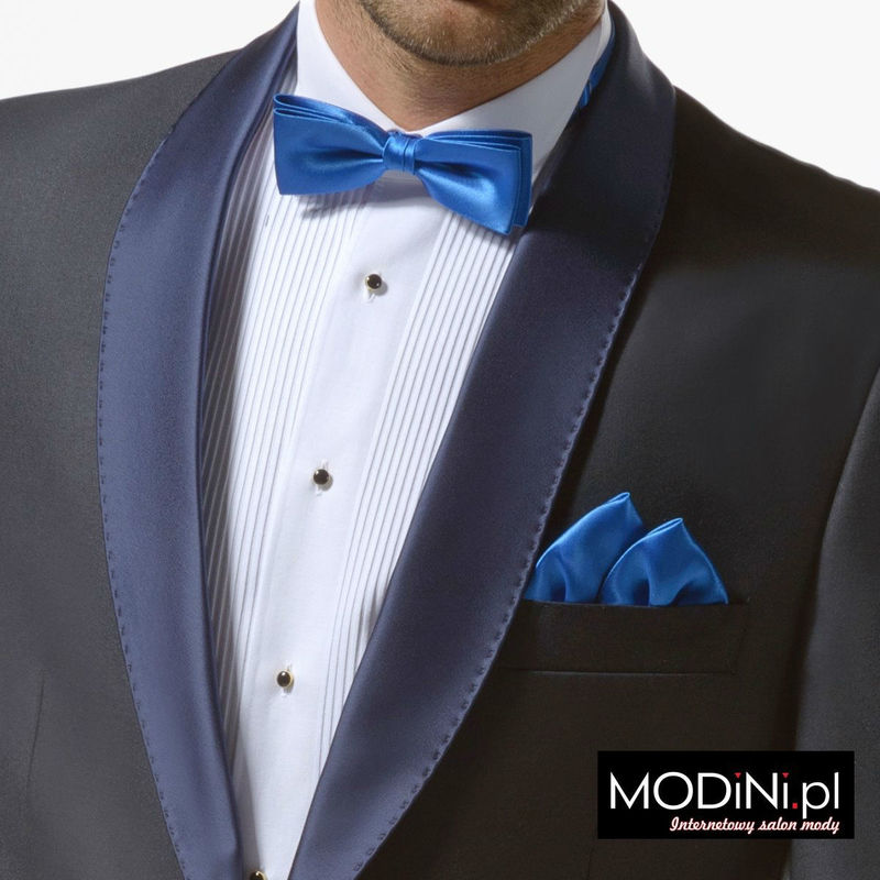 Koszula smokingowa z niebieską muchą i wypustką