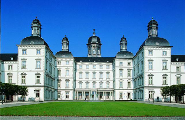 Beispiel: Außenansicht, Foto: Althoff Grandhotel Schloss Bensberg.