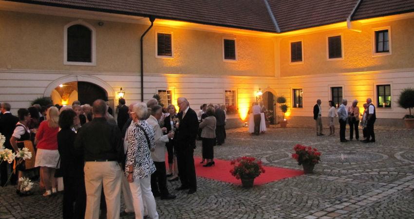 Beispiel: Hochzeitsgesellschaft, Foto: Eventbauernhof Ganglbauergut.