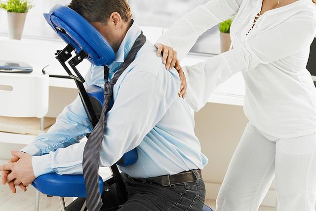 A Quick Massage é a escolha ideal e pode ser feita em qualquer lugar a qualquer hora!