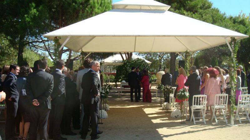 Carpa exterior durante una celebración