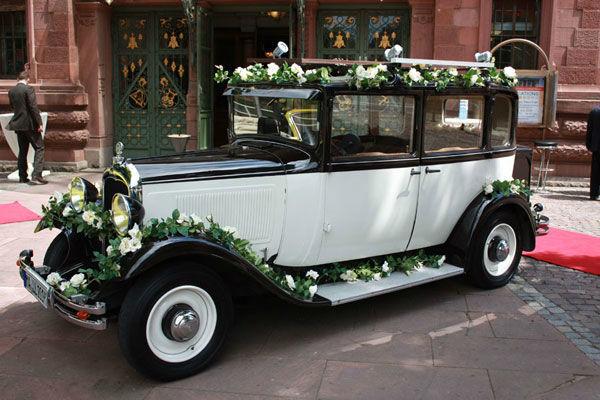 Beispiel: Citroën mit Blumenschmuck, Foto: Oldie².