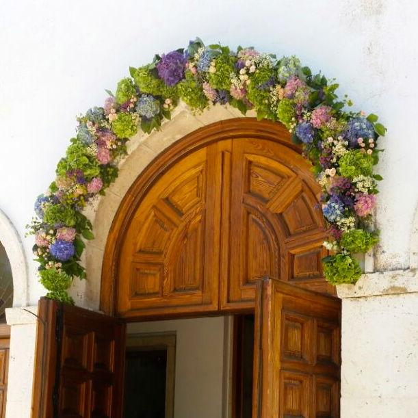 arco de flores para entrada iglesia