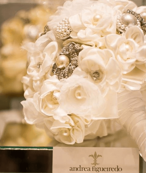 Mix de flores brancas -Foto: Sabrina Vasconcellos para Atelier Andrea Figueiredo