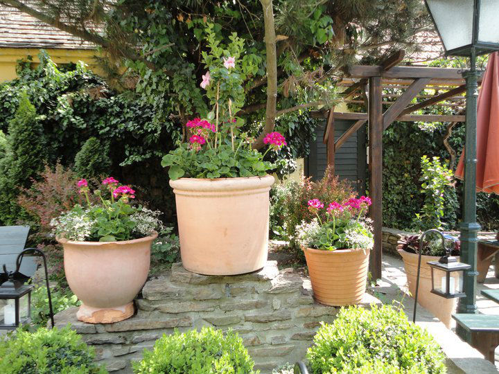 Beispiel: Romantischer Garten, Foto: Heuriger Wieninger.