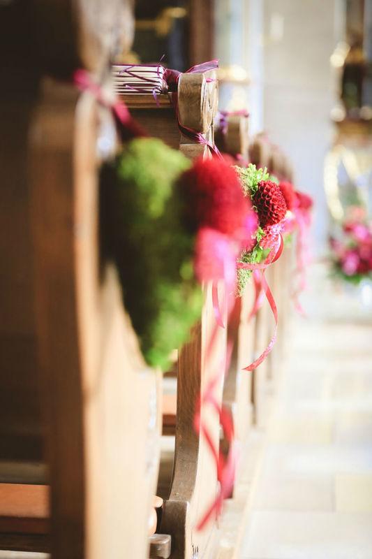 Beispiel: Kirchendekoration, Foto: Strobel Floristik.