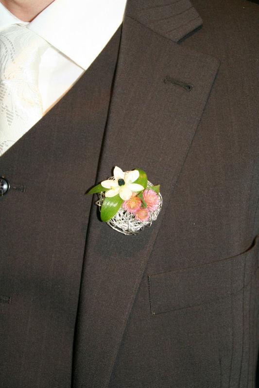 Beispiel: Anstecker für den Bräutigam, Foto: Die Blume Gengenbach.