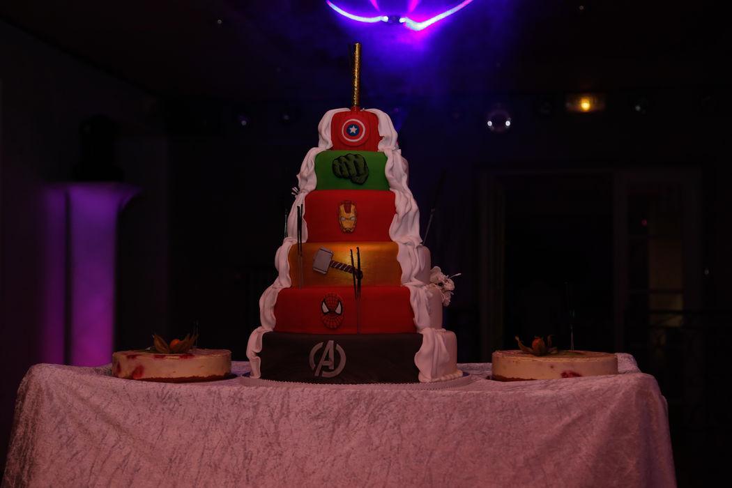 Mariage thème super-héros Marvel : wedding cake