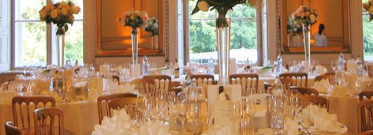 Beispiel: Laden Sie zu Ihrer Hochzeit ein, Foto: Adventure Catering.
