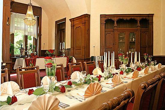 Beispiel: Roter Salon, Foto: Schloss Garvensburg.