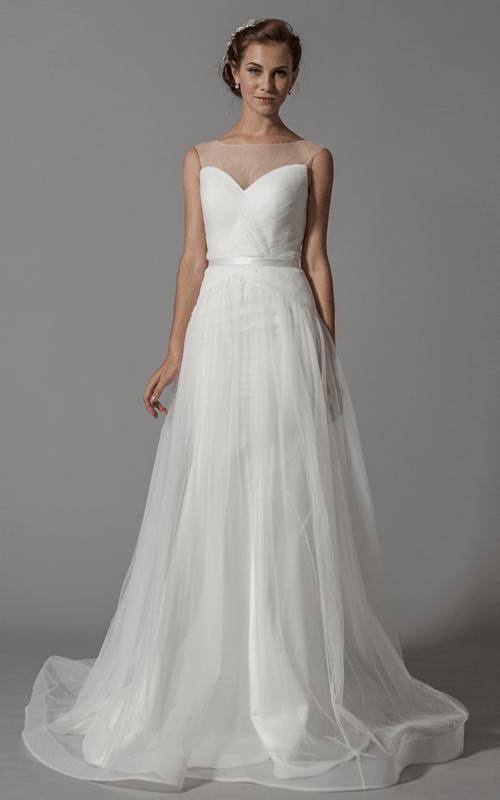 Robe de mariée rafinée; modèle unique en Europe, en exclusivité sur www.mariageenrose.fr.