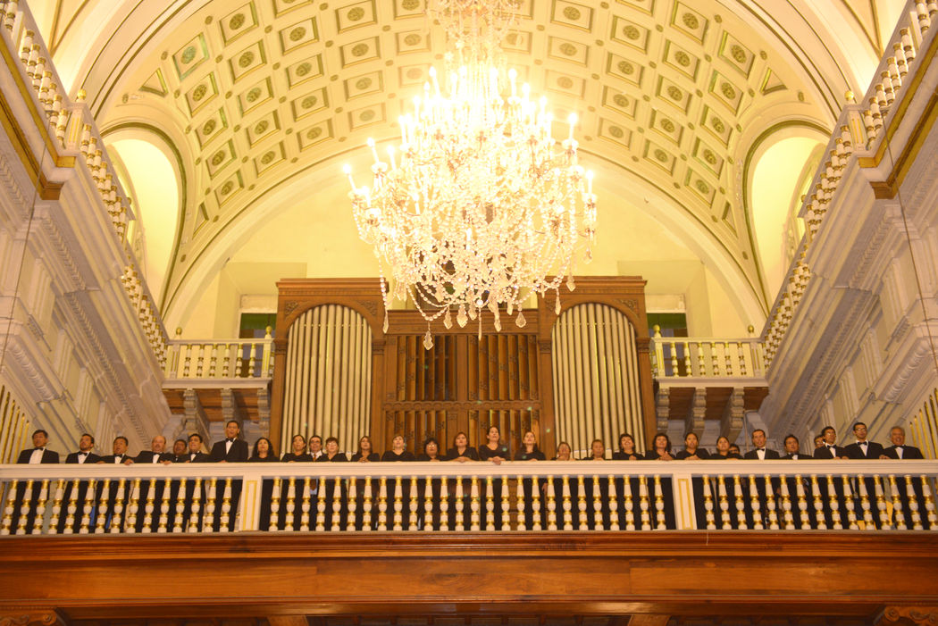 En los hermosos balcones de la exclusiva Capilla Virgen de la O, donde interpretamos las mas hermosas melodías del repertorio clásico que hacen de tu boda algo mágico y distinguido.