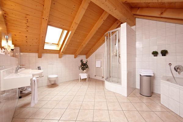 Beispiel: Badezimmer, Foto: AKZENT Hotel Schatten.