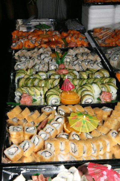 Charola de sushi para bodas - Foto Banquetes Versalles