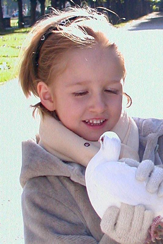 Beispiel: Kind mit Taube, Foto: Hochzeitstauben Fleckner.