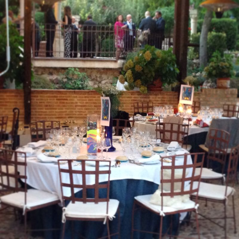Bodas íntimas con banquete al aire libre