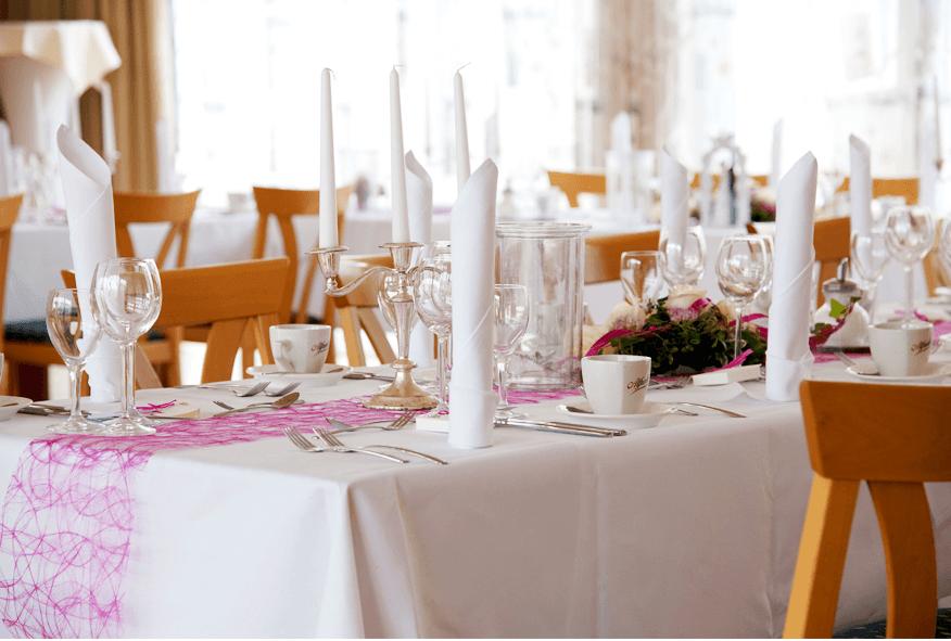 Festliche Tischdekoration, Foto: Hotel-Restaurant Roemer