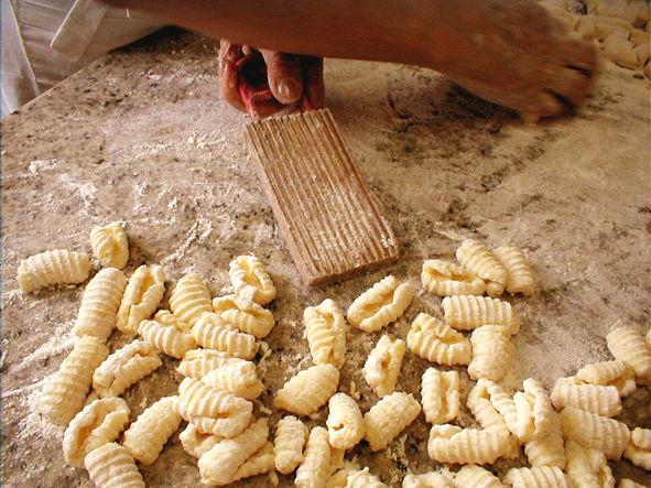 Fazendo Gnocchi, totalmente artesanal, feito a cada dia.