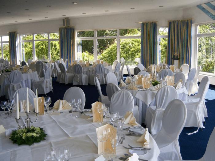 Beispiel: Hochzeitsgedeck, Foto: Schlossberg-Hotel Homburg Saar.