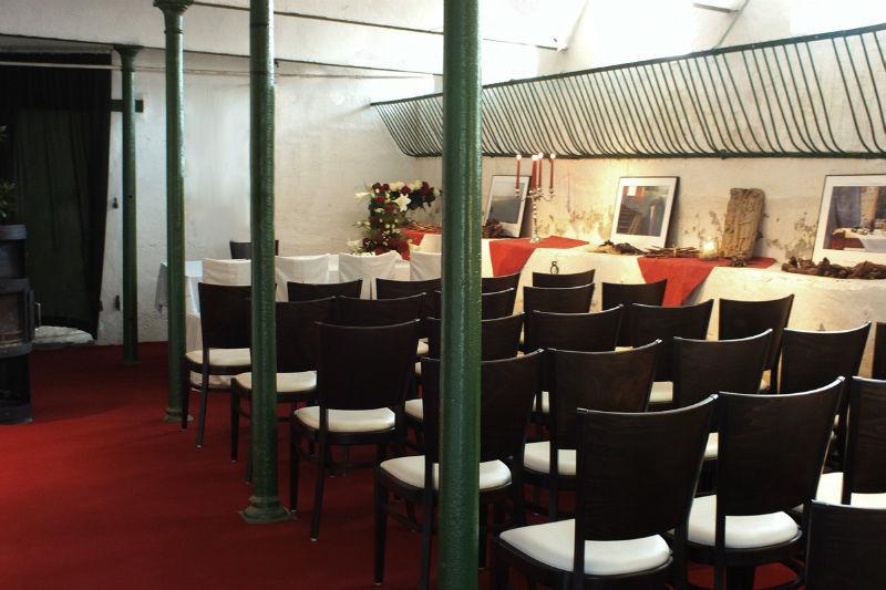 Beispiel: Bestuhlung Standesamt, Foto: Weingut Domhof.