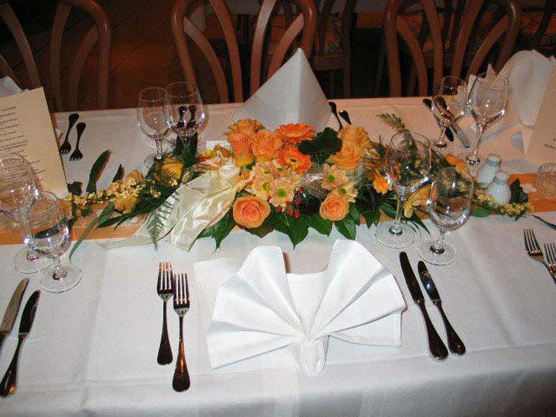 Beispiel: Tischdekoration, Foto: Blumen- und Gartenbau Schulz.
