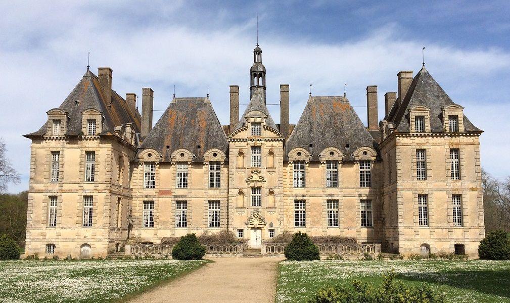 Façade de l'entrée du Château de Saint-loup sur Thouet