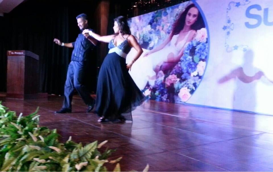 Cada detalle, cada moviento con soltura y confianza, y el manejo de la pista de baile... aquí nuestros profesores en ZADANZA muestrando las mejores coreografías BaileBOda realizadas.