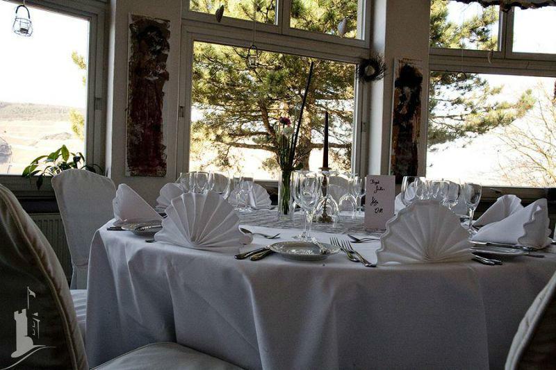 Beispiel: Hochzeitsgedeck, Foto: Burg Klopp.