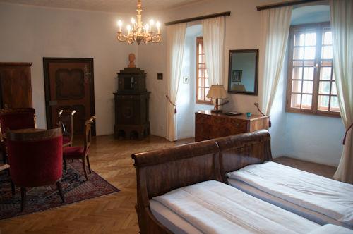Beispiel: Burgzimmer, Foto: Ritterburg Lockenhaus.