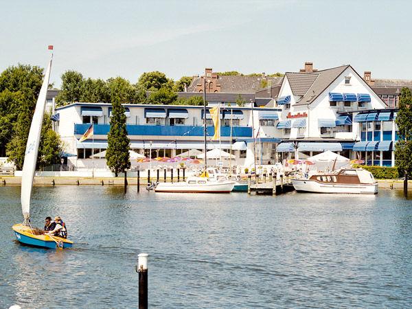 Beispiel: Außenansicht, Foto: AKZENT Hotel Strandhalle.