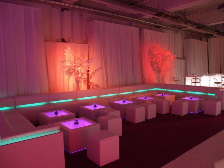 Beispiel: Loungemobiliar, Foto: Alles für Ihre Party.