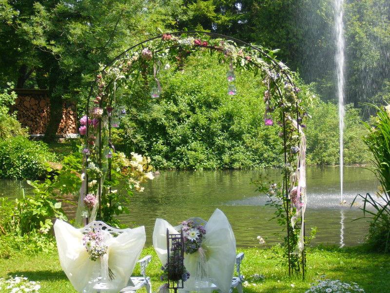 Beispiel: Hochzeitsfloristik, Foto: Florales Schmuckkasterl.