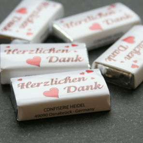 Beispiel: Kleine Schokoladentäfelchen, Foto: Sweet Wedding Gastgeschenke.
