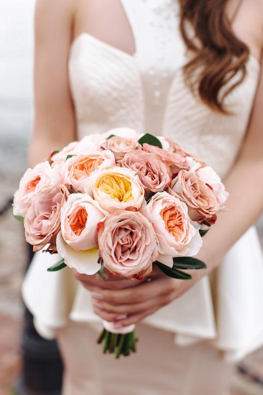 Классический букет невесты из пионовидных розочек Дэвида Остина и роз Капучино   Флорист Рина Озерова