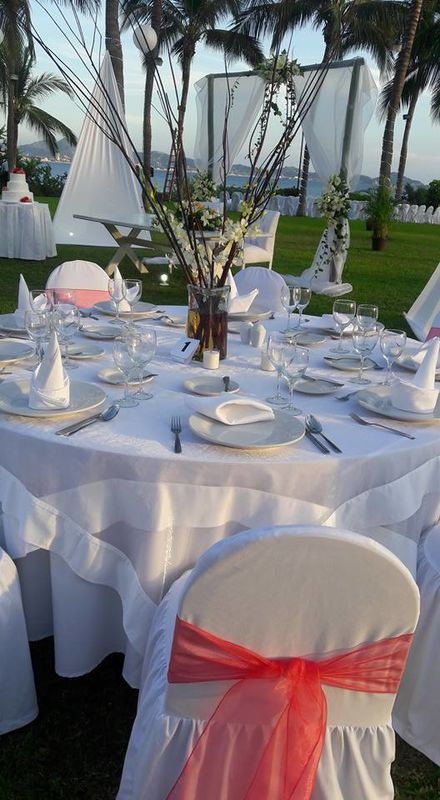 Nuestra área de banquete en jardín buda con espectacular vista al oceano con capacidad desde 10 hasta 800 personas