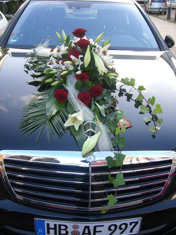 Beispiel: Autoschmuck, Foto: Blumen G. Bechstein.