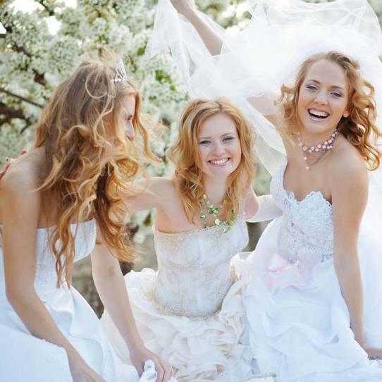Beispiel: Hilfe bei der Suche nach dem perfekten Brautkleid, Foto: Brautzauber.