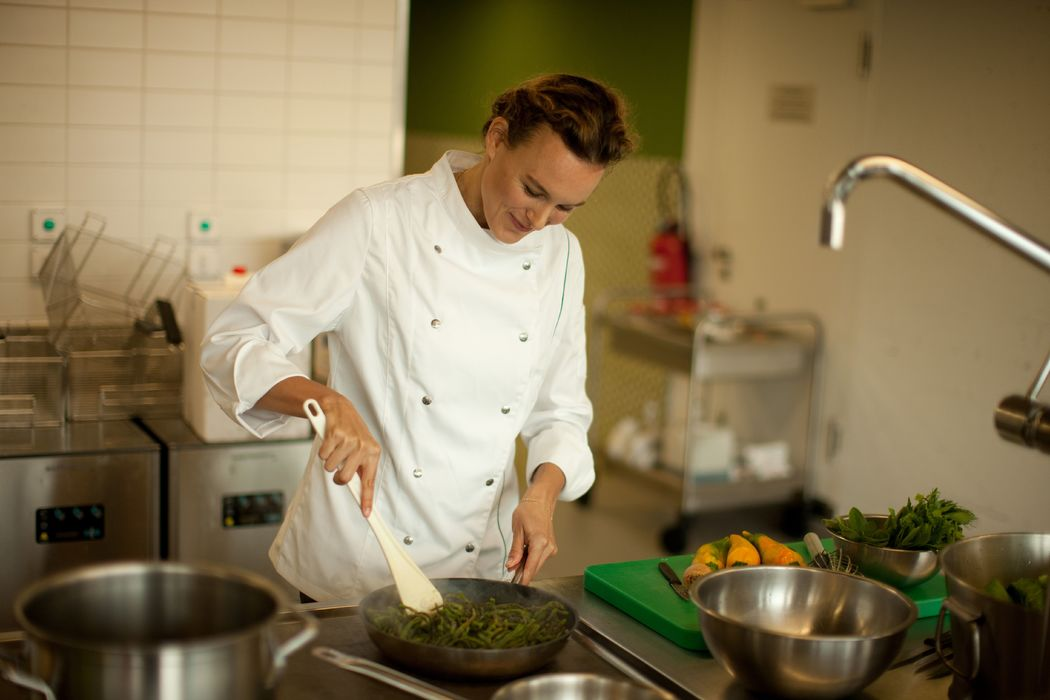 Lauren Wildbolz vegan Chef since 2008: Finde more on Wikipedia