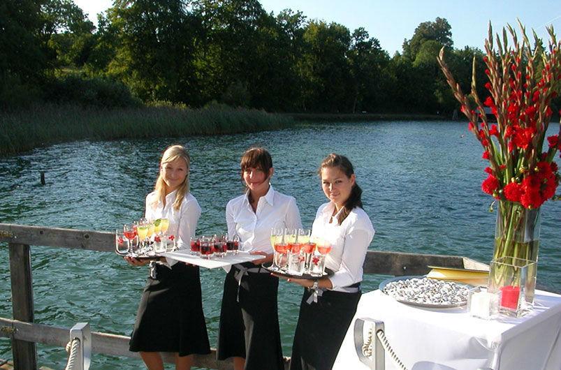 Beispiel:  Freundlicher Service, Foto: Dahlmann Catering.