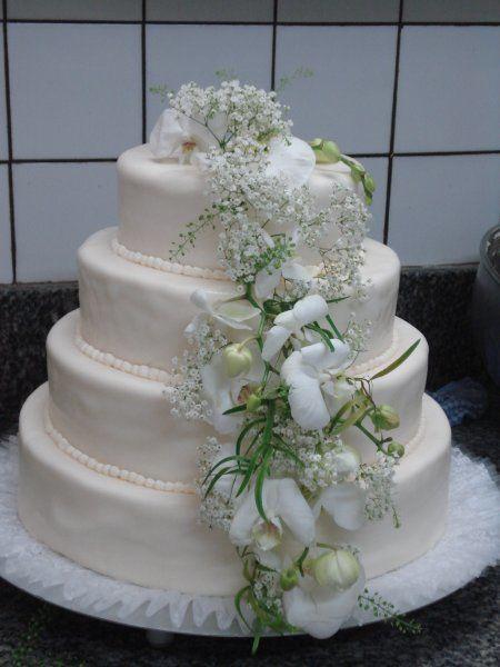 Beispiel: Hochzeitstorte - dreistöckig, Foto: Konditorei Pernsteiner.