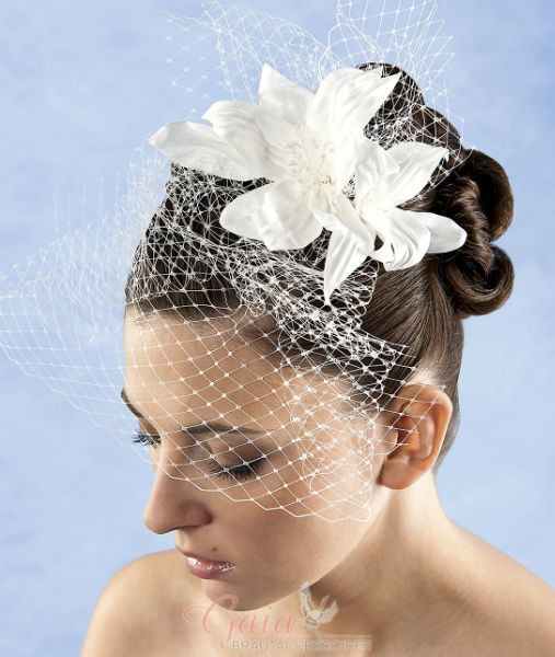 Beispiel: Gestecke für das Haar, Foto: Gaia Brautaccessoires.