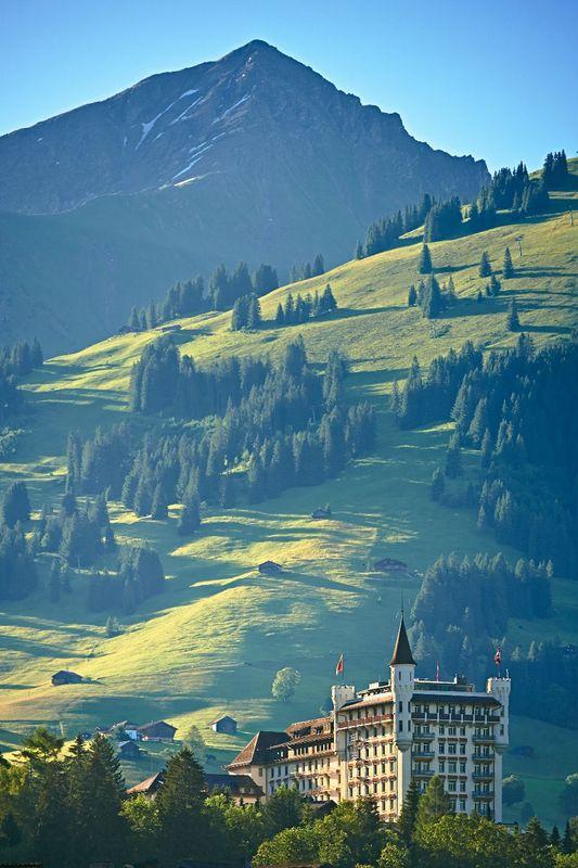 Beispiel: Außenansicht, Foto: Gstaad Palace.
