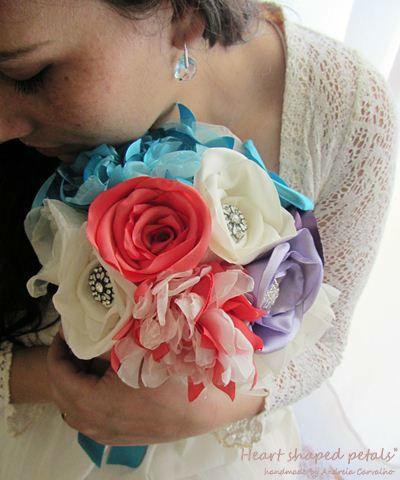 Bouquet Rainbow de rosas com brilhantes e dálias