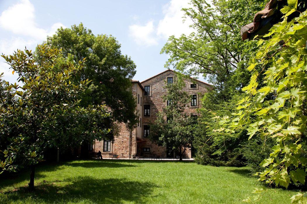 Hotel Casona el Arral. Fachada jardín.