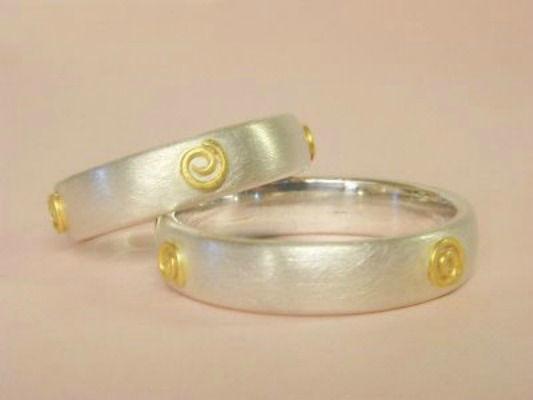 Beispiel: Trauringe - Silber, Foto: Eveline Köhler Schmuckdesign.
